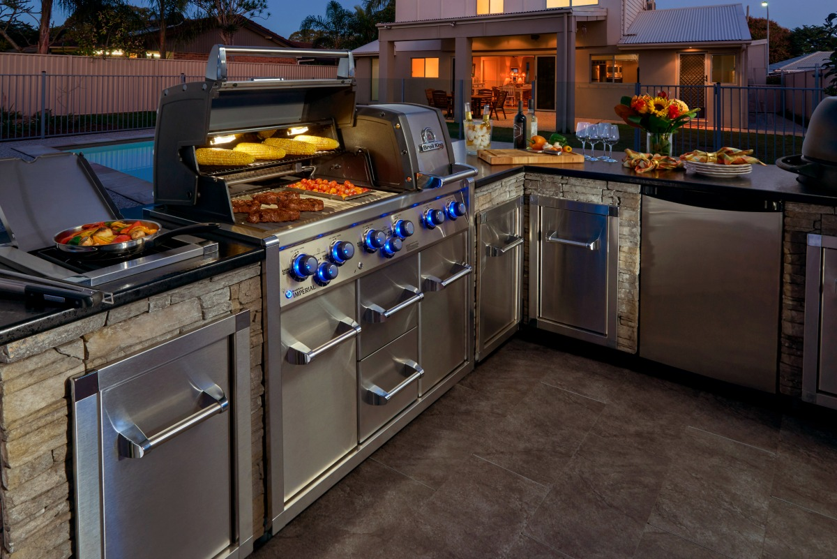 broil king built in backyard shot Low res