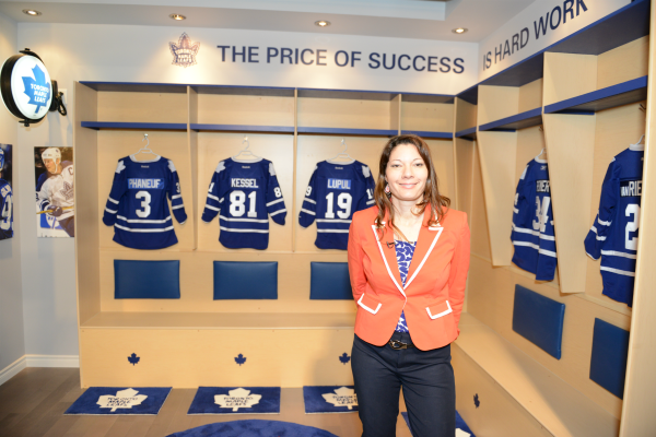 hockey_fan_toronto_maple_leafs_locker_room